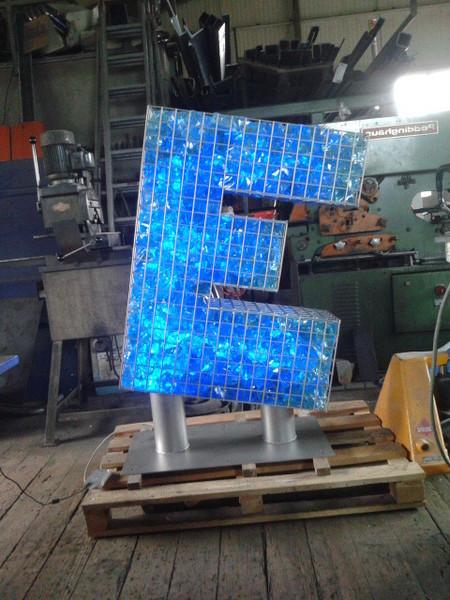 Gabionen Beleuchtung gabionen zäune gabionenkörbe led beleuchtung glasbrocken glassplitte